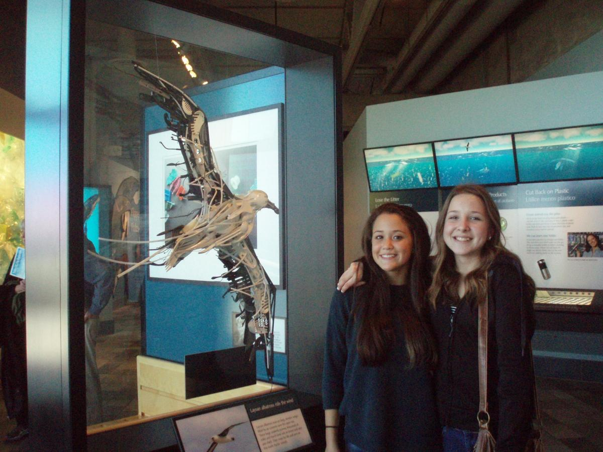 Image of Einstein students visit Monterey Bay Aquarium
