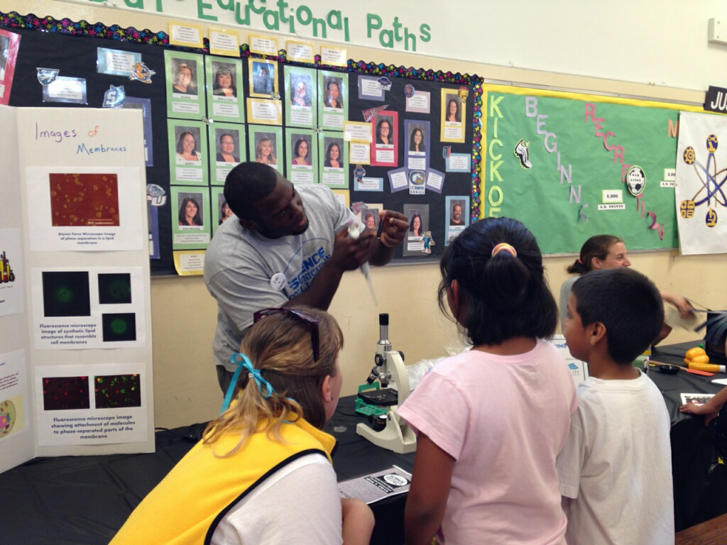 Image of Oak Ridge hosts first-ever Family Science Night