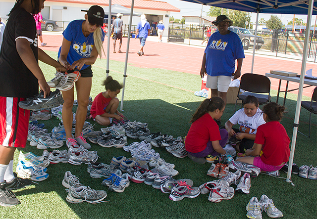 Image of Sacramento Running Association donates shoes for kids