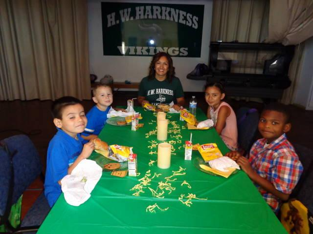 Image of Harkness students dine with principal