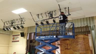 Image of SCUSD crews help set the stage for Einstein's theater program