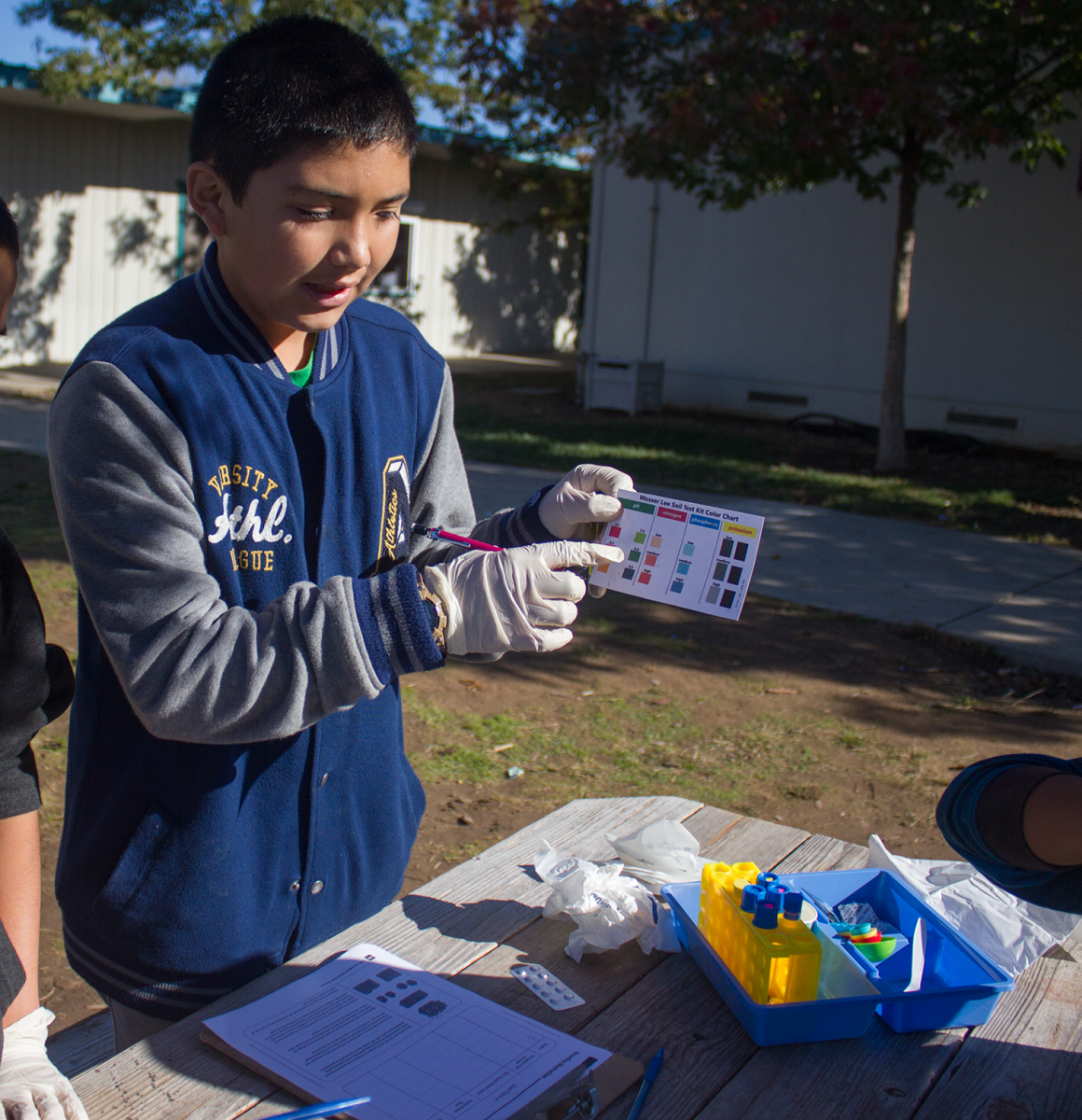 Image of Nicholas students show off science knowledge at garden event