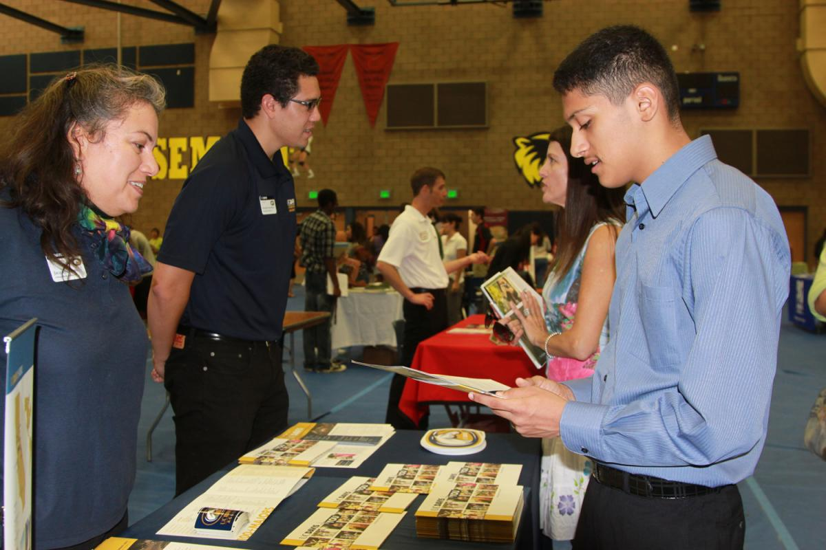 Image of SCUSD College Fair 2012 draws big crowd