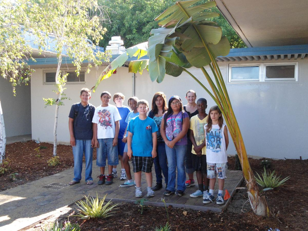 Image of Einstein 'Summer of Service' students dig in together to build garden