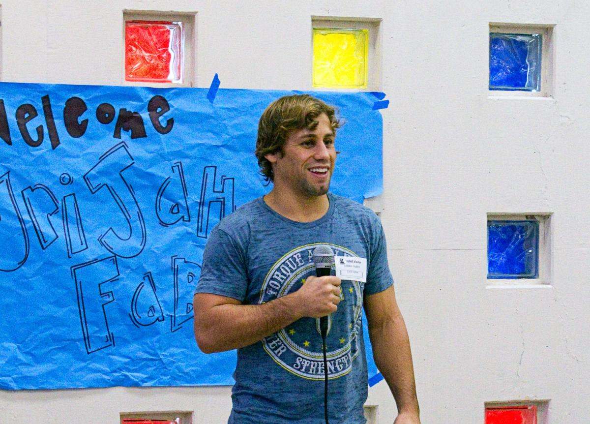 Image of UFC star Urijah Faber hands out lunches, advice to Hiram Johnson students