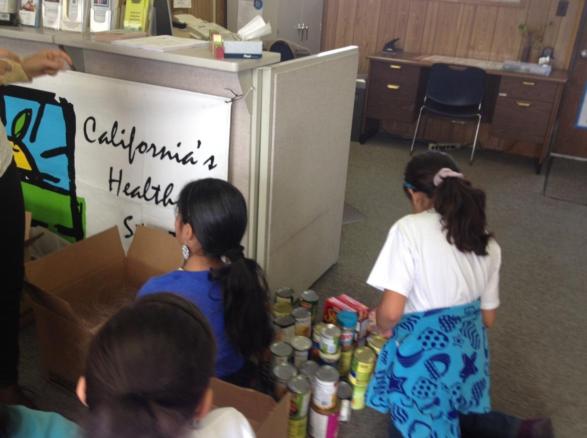 Image of Pacific students collect canned goods for local food closet