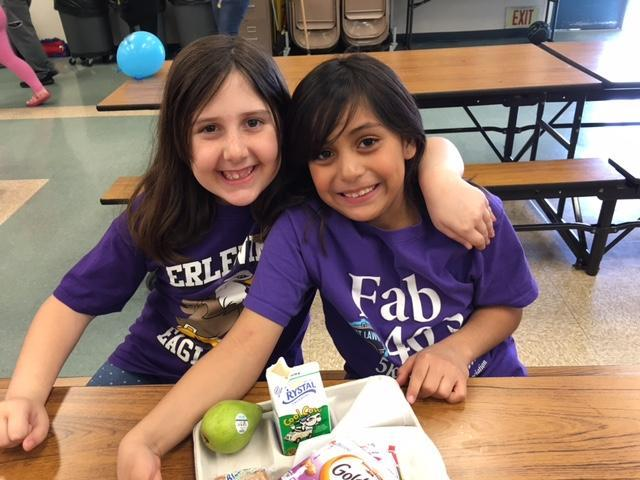 "Hollywood Park students celebrate ""No One Eats Alone Day""r"